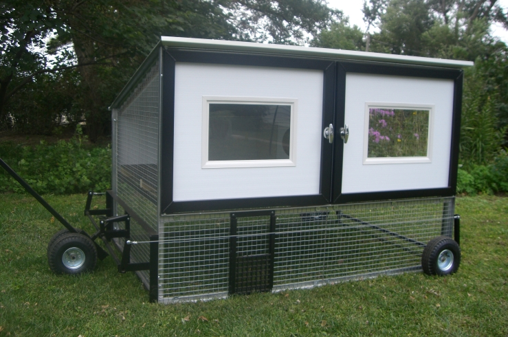 Chicken_Coop_on_Wheels--Egg_Cart'n