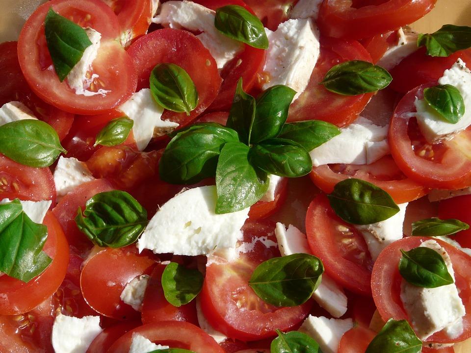 tomato-and-mozzarella-salad-8830_960_720