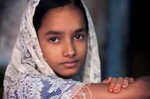 Young girl with a scarf, Varanasi Benares India